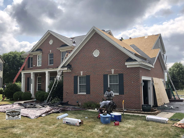 Roofing contractor at work in Cary, IL